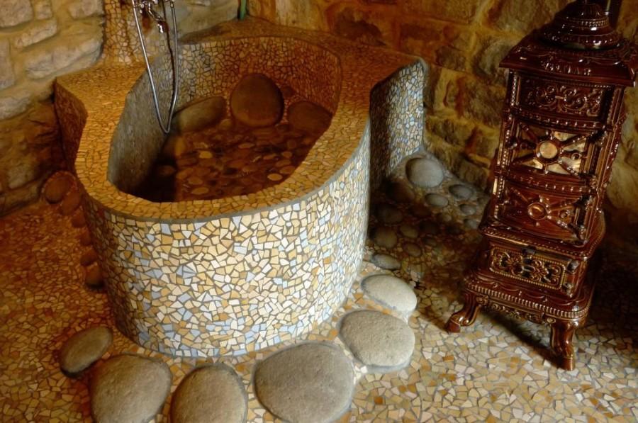 La vasca da bagno della casa grande con una stufa d'epoca (Vilmar)
