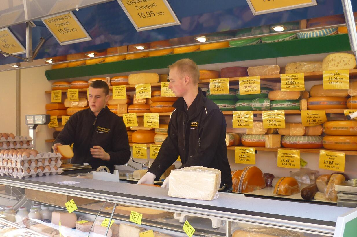 Vendita Case In Olanda la vendita di formaggi olandesi sul mercato - b&b la fossa
