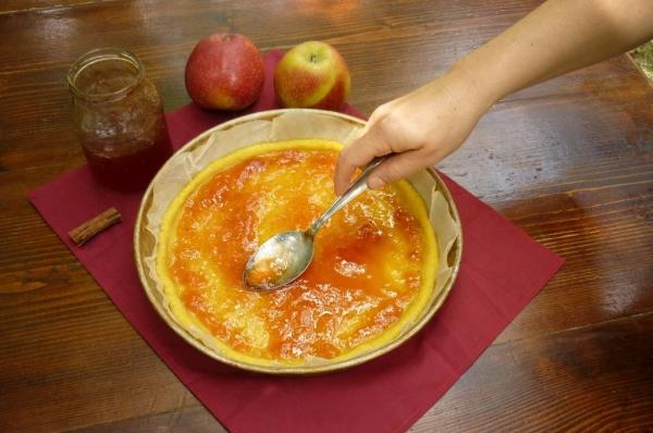 Stendere in modo omogeneo la gelatina di ciliegia