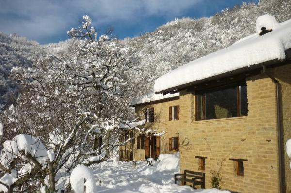 La Fossa splende nella neve col sole